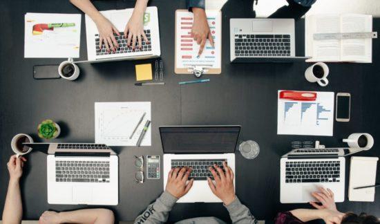 tech-meeting-flatlay